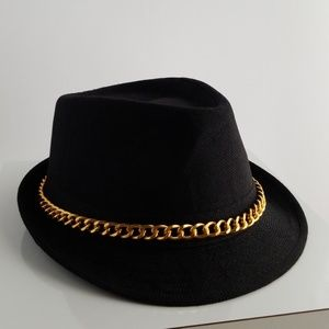 Accessories - Black fedora with gold chain